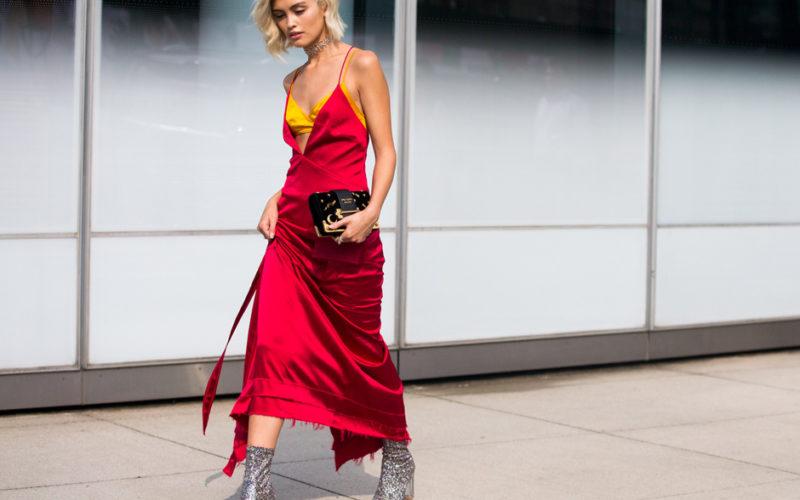 Смотреть Топ-10 платьев, которые войдут в моду в 2019 видео