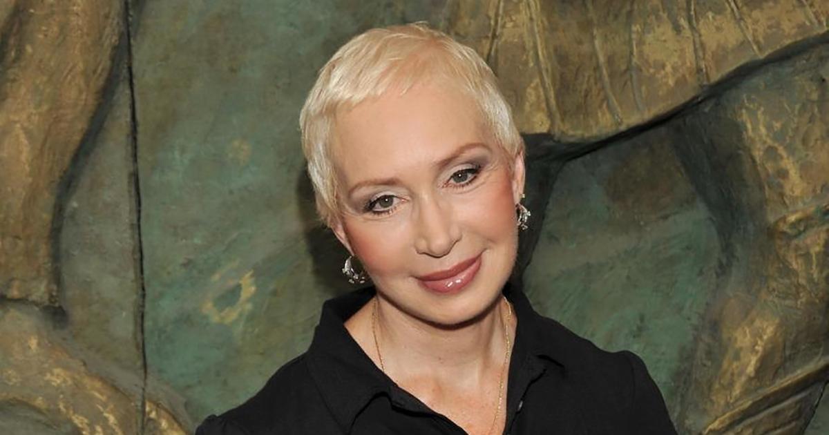 «Негоже себя пожилой выставлять»։ 73-летняя Васильева показала рыхлый животик на новом снимке